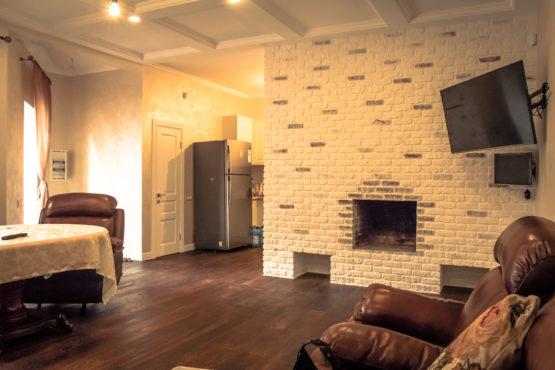 Отделка каминного зала с кухней и туалетом 2 - Реализованные проекты